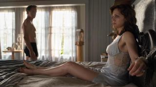 Carla Gugino and Bruce Greenwood star in Gerald's Game